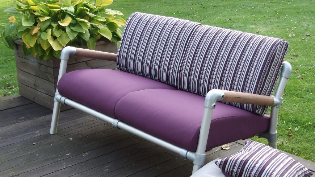 design loungebank voor buiten in tuin of voor op terras in paars met paars motief