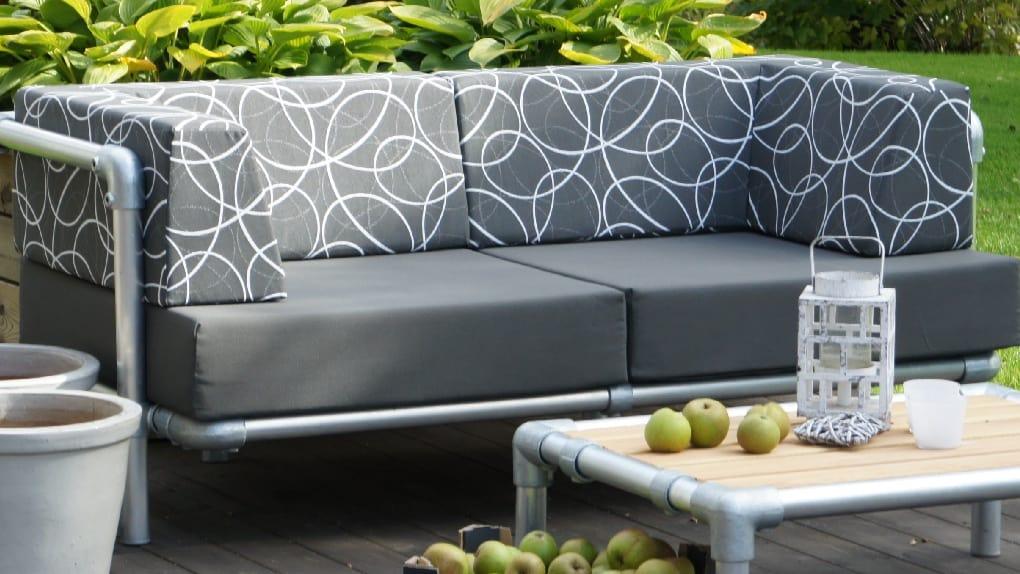 loungebank buiten met cirkel patroon