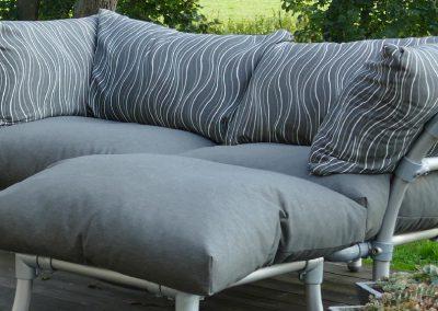 steigerbuizen loungebank voor buiten in tuin. Donker grijs antraciet met motief donkergrijs streep