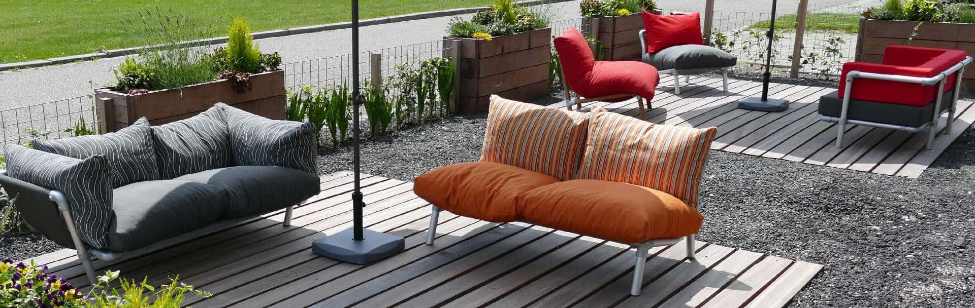 loungemeubels voor buiten op terras. Loungebanken en loungestoelen in vele kleuren verkrijgbaar.