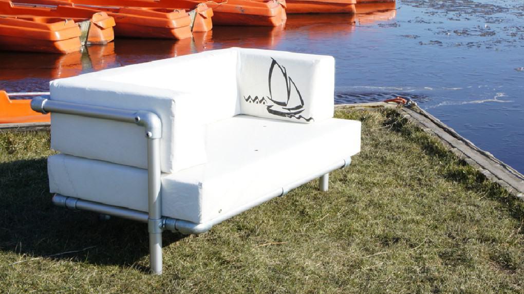 lounge meubel voor buiten, kussens zijn  gemaakt van gebruikte zeilen