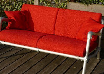 rode lounge bank voor buiten