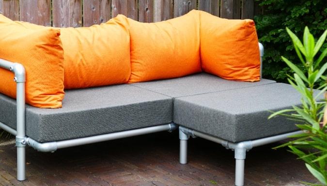 loungebank met hocker voor buiten in tuin