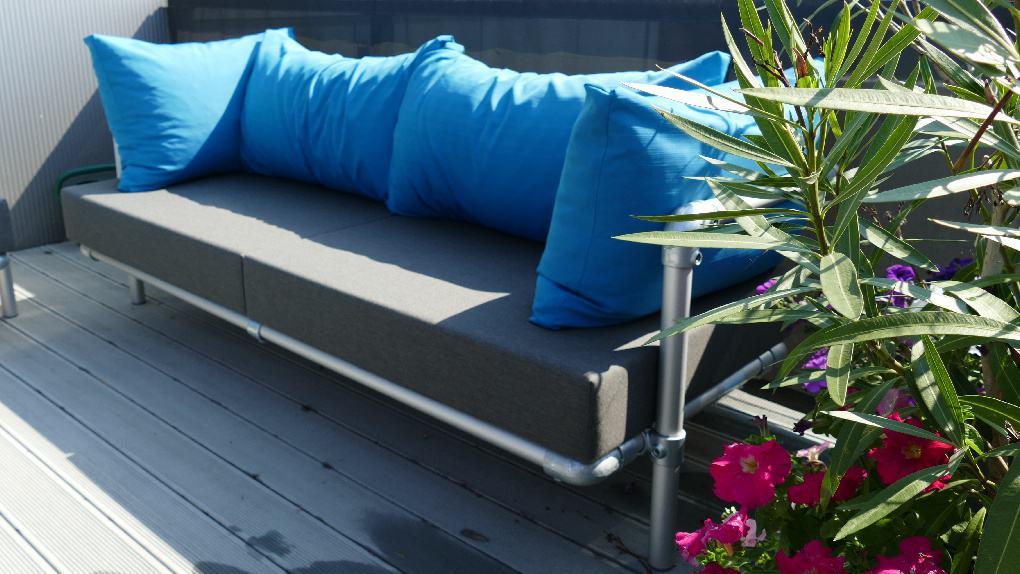 loungebank buiten is de originelen op maat gemaakte steigerbuizen tuinmeubelen  in antraciet grijs en blauw