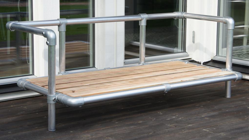 weer bestendig frame zonder kussens van steigerbuizen loungebank