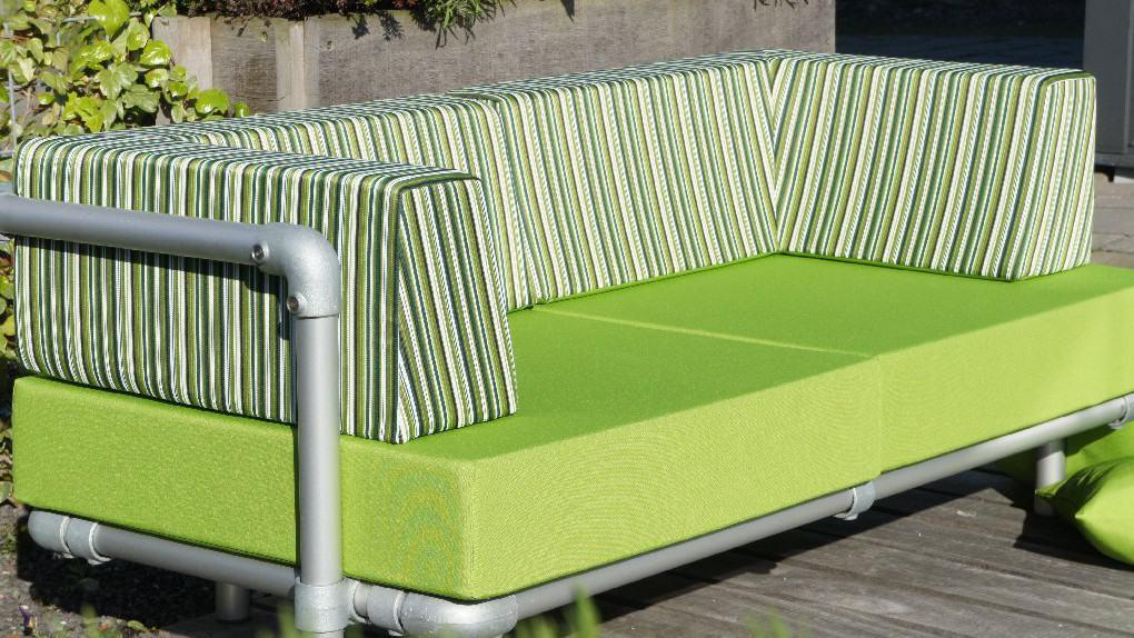 groene buiten loungebank voor in de tuin