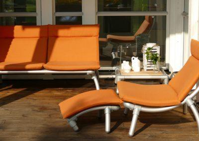 lounge tuinbank en loungestoel voor buiten in de tuin