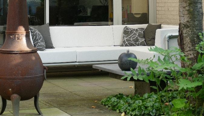 lounge hoek meubel voor buiten in de tuin op het terras