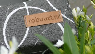 lounge kussen met logo van robuuzt.nl