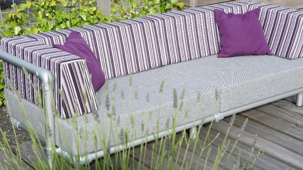 loungebank voor in de tuin