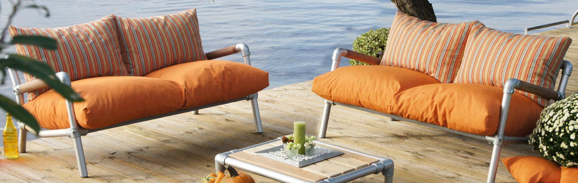 tuin loungebank Belle Chanelle is een exclusieve tuinbank. Kleur oranje met oranje gestreept frisse loungeset tuin