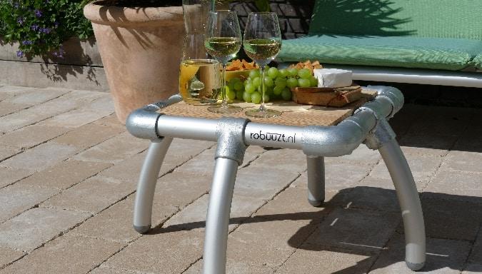lounge tafeltje voor in de tuin