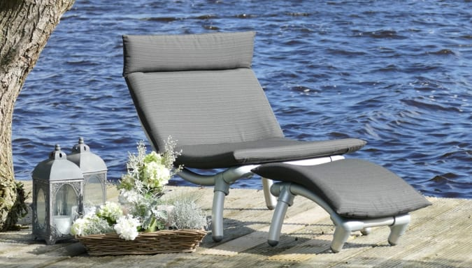 buiten voetenbankje passend bij de design tuinmeubelen als loungebank buiten en lounge stoel tuin