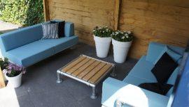loungebank en chaise longue  met salon tafeltje voor buiten maken een tuin loungeset.