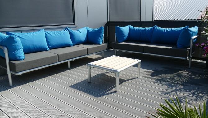 loungebanken set op terras tuin