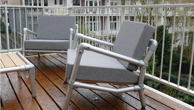 loungestoel op balkon