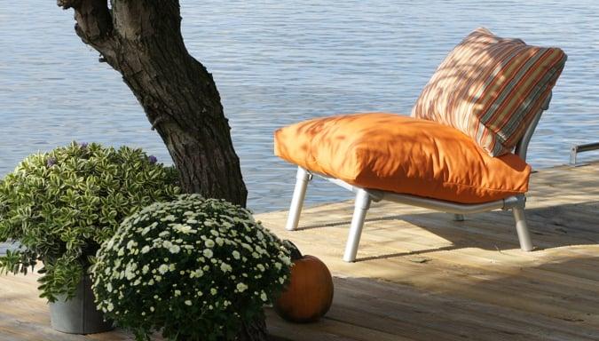 comfortabele loungestoel voor in de tuin