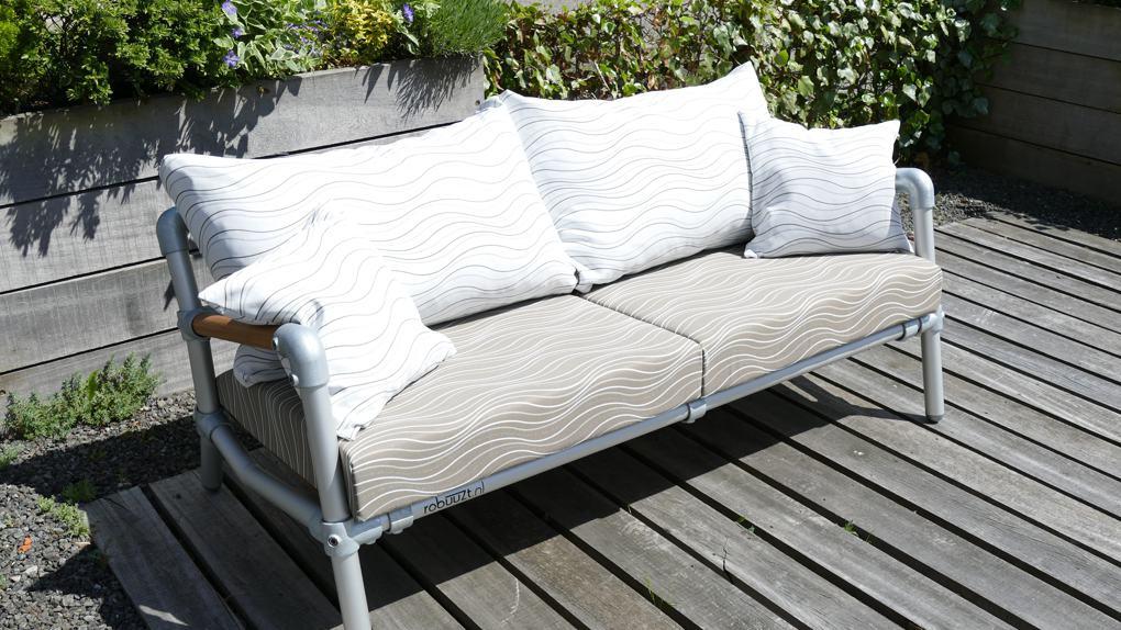 loungebank met wave patroon