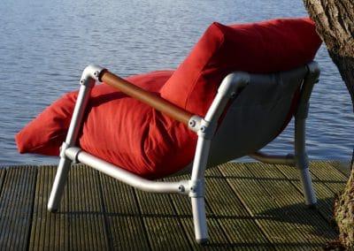 loungestoel voor buiten in de kleur rood
