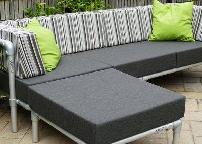 loungebank voor in de tuin met hocker