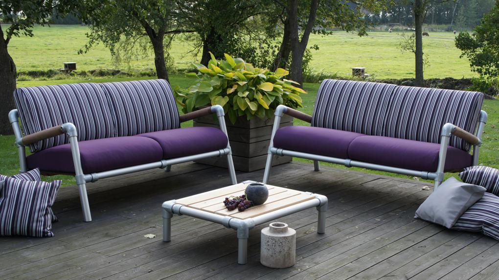 lounge banken buiten in de kleur paars of lila