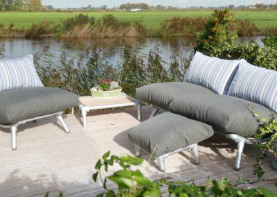 loungeset voor buiten in de tuin
