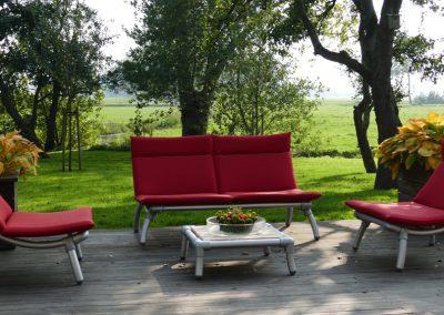 loungeset voor in de tuin