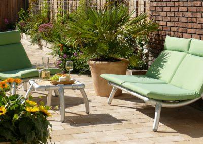 loungeset voor in de tuin op terras