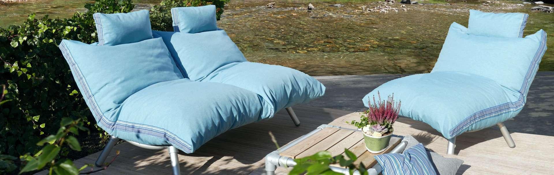 loungestoel voor in de tuin met zitzak lounge kussen
