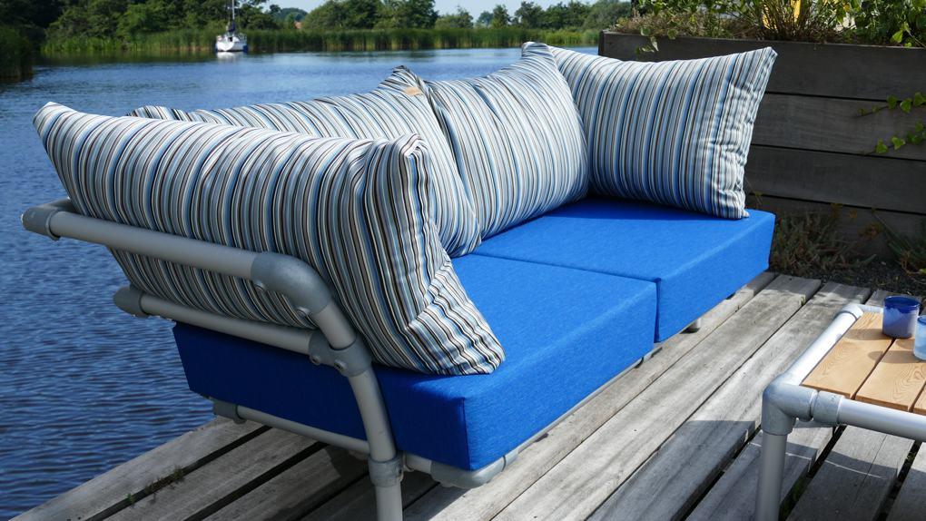 loungebank buiten voor op het terras
